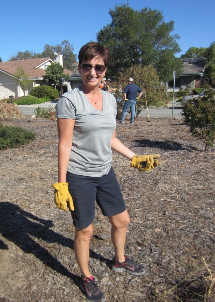 Fall clean-up in the Jeffrey Fontana Memorial Garden (5/6)