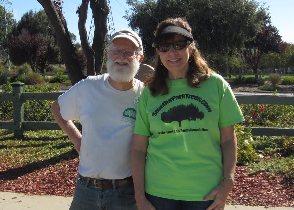 Fall clean-up in the Jeffrey Fontana Memorial Garden (4/6)