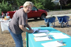 Linda Wilson signing folks in